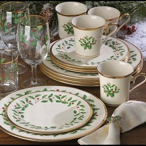 Lenox China 12 Piece Holiday Dinner Set of 4